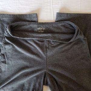 Soft gray capri athletic pants ~ medium